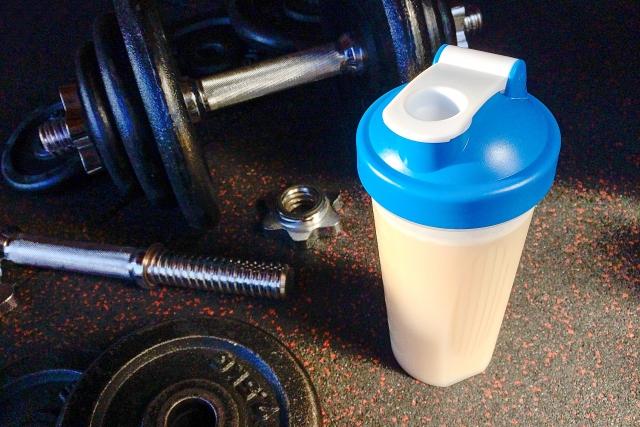 ダイエットにはプロテイン?有酸素運動?どっちが効果的なの?